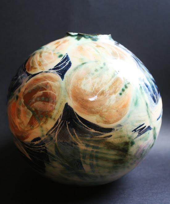 Vase rond aux feuilles de nénuphars