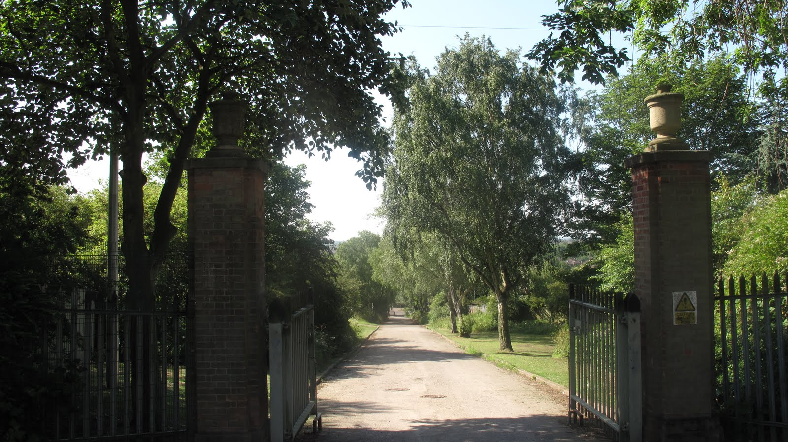 (The hill that still leads up to Alderman Richard Hallam Junior school from Anstey Lane. I did a few days supply teaching there a few years ago and was ...