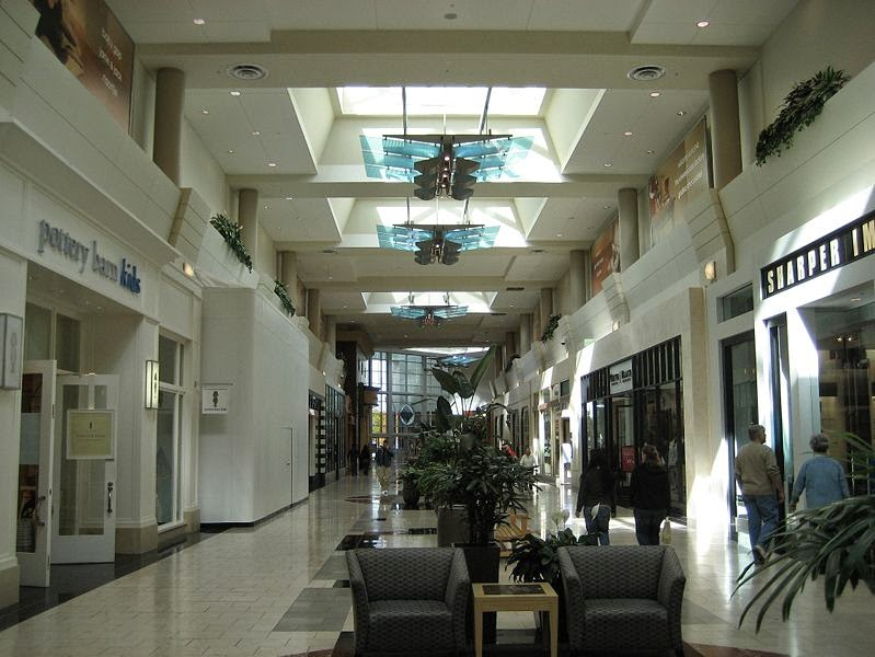 Washington Square Mall of Indianapolis is your one-stop destination for shopping, socializing, catching a movie, eating, and finding great deals!