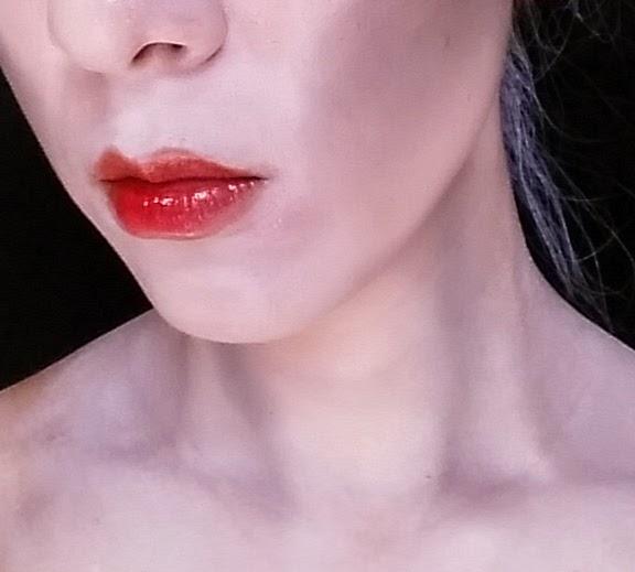 Glam zombie makeup 4 - lipstick, neck contouring