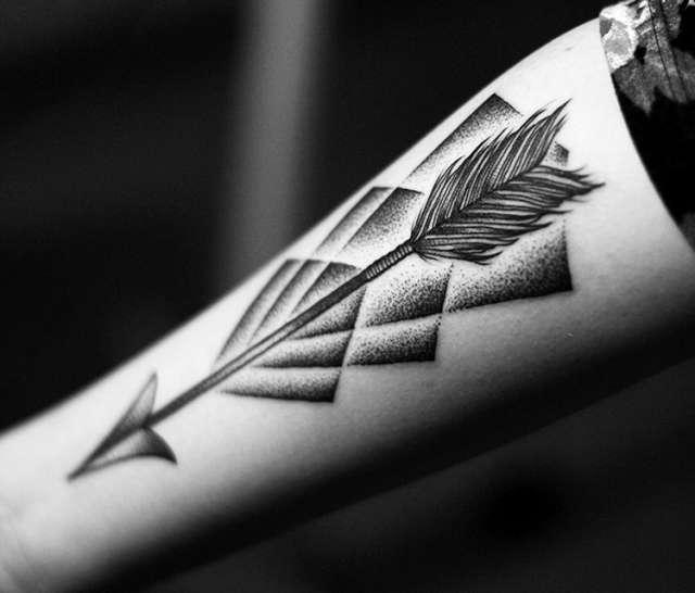 Tatuagens Femininas de Flecha E Pontilhismo