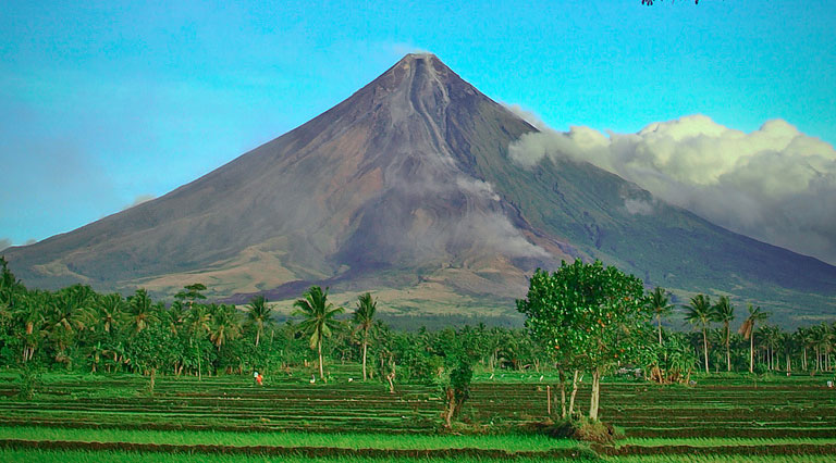 the beauty of mt mayon in Mayon volcano is one of the philippines from makati business district of the philippines, mount mayon is the main landmark of the province of albay of bicol a legendary heroine whose kindness and beauty is well known mayon volcano is a stratovolcano composite type volcano.