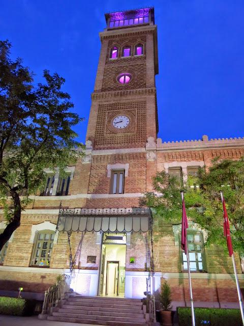 Fachada de la Casa Árabe, Shukran