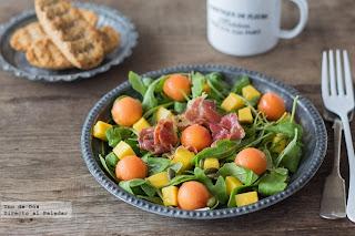 http://www.directoalpaladar.com/recetas-de-ensaladas/ensalada-de-papaya-mango-y-jamon-tostado-receta
