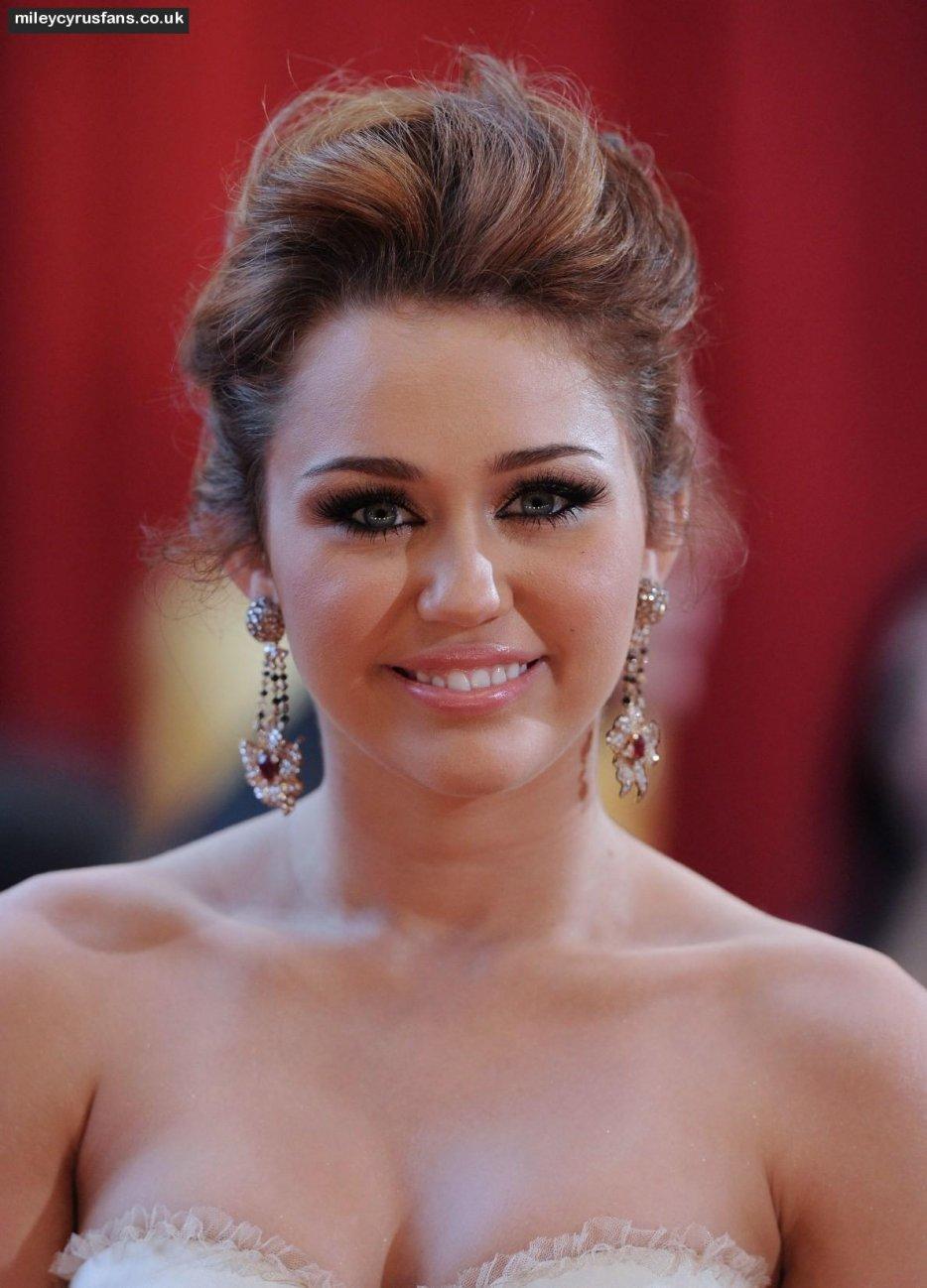 Stars Hd Miley Cyrus New Hair 2012