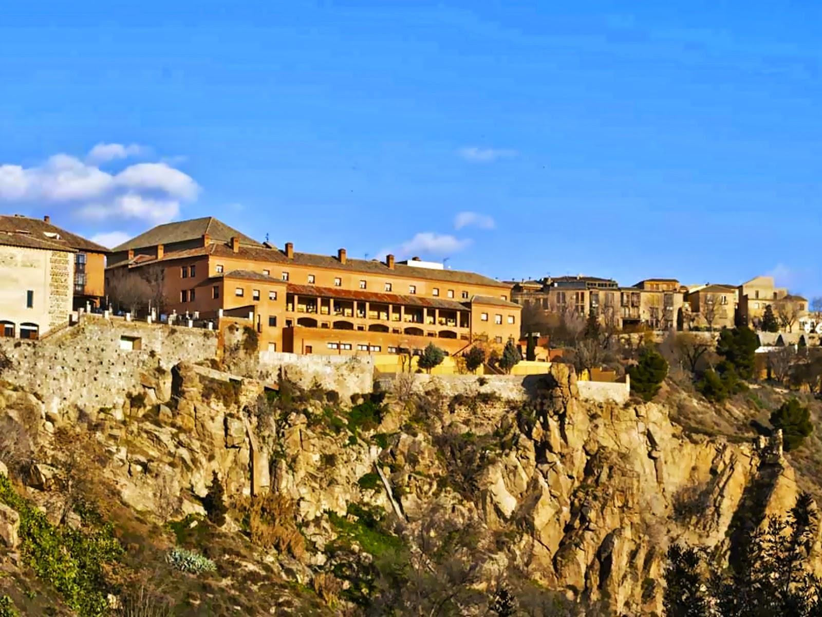 Tres culturas sinagoga vieja de toledo for Roca toledo