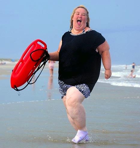 la mamma di honey boo boo sirenetta in spiaggia