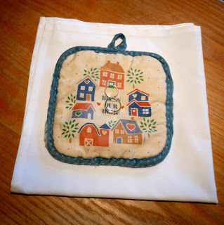 Potholder to present the wedding rings - Patricia Stimac, Seattle Wedding Officiant