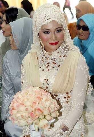 Ketika majlis akad nikah, walaupun makeup nampak garang dengan ...