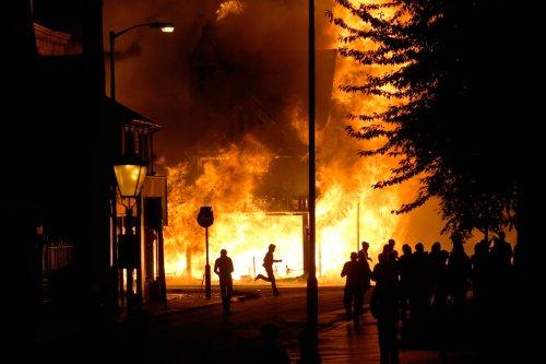foto-kerusuhan-london-inggris-2011-06
