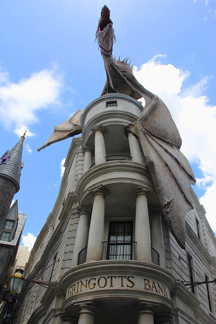 http://www.buzzfeed.com/ariellecalderon/photos-of-diagon-alley-that-potterheads-need-to-see?sub=3355956_3203266#.ijJ17Bl2N4