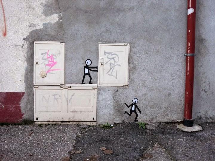 02-Dangerous-Games-OakOak-Street-Art-Drawing-in-the-City-www-designstack-co