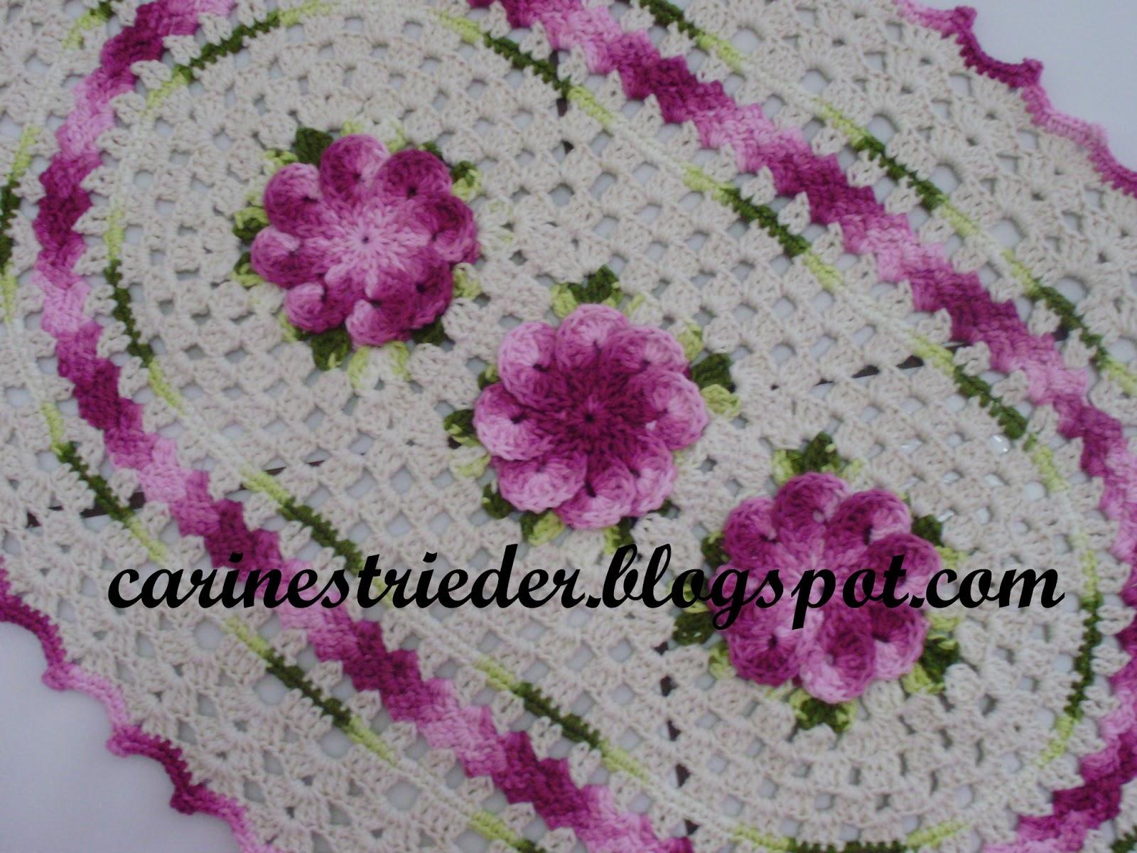 seus Crochês: Tapete Oval em Crochê com flor Crista de Galo