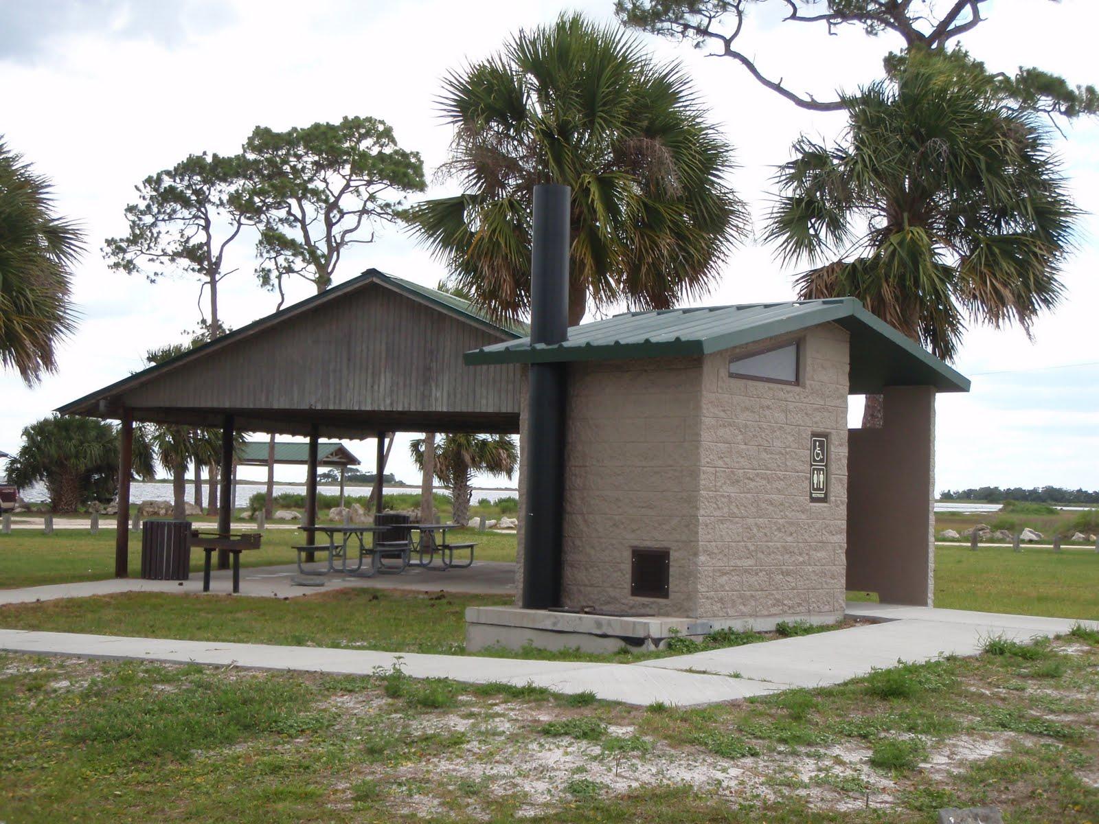 http://2.bp.blogspot.com/-EreHvvUo-Lk/ThN1Q624LPI/AAAAAAAAAts/Zu_wKjdcD6E/s1600/HC+outhouse.JPG