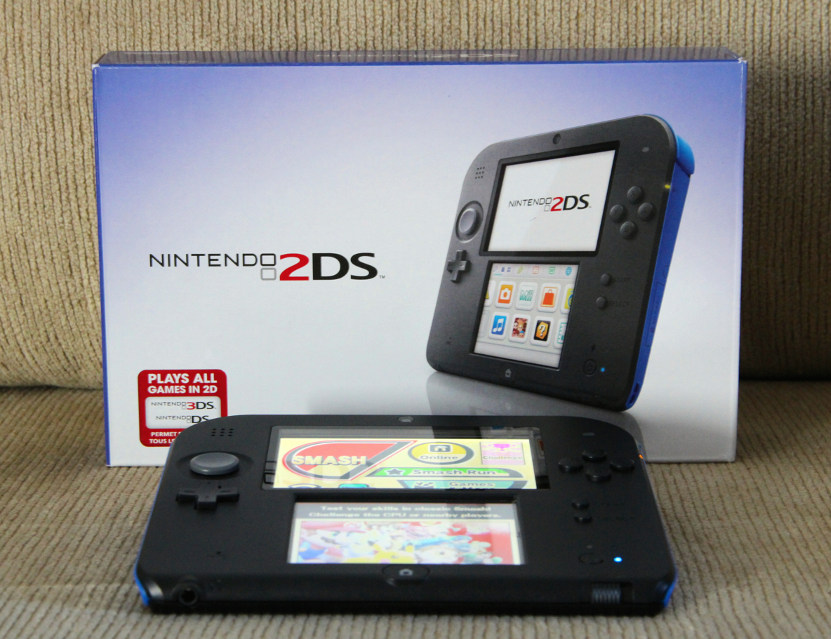 Nintendo 2DS - Plays all games in 2D