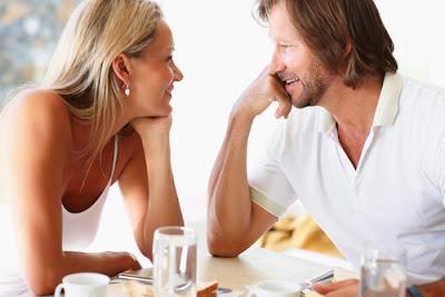 Mengobrol Asyik Dengan Wanita & Membuatnya Tertarik