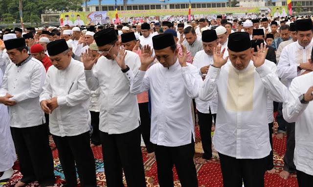 Gubsu Sholat Idul Fitri Bersama Ribuan Warga Medan