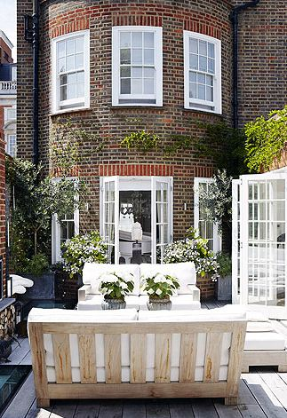 City – A cute structured outdoor courtyard in a London townhouse...