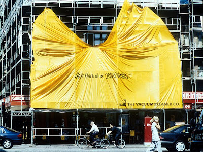 12 Clever and Creative Advertisements on Buildings (12) 1