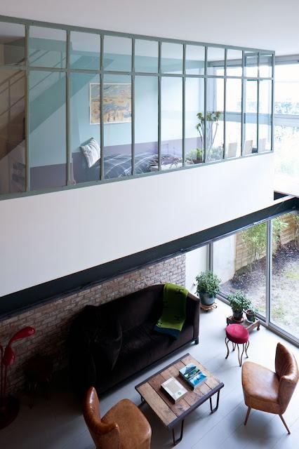 Industriedesign trifft auf Mid-Century Design in Bagnolet: moderne Einrichtung mit Shabby-Chic-Charme