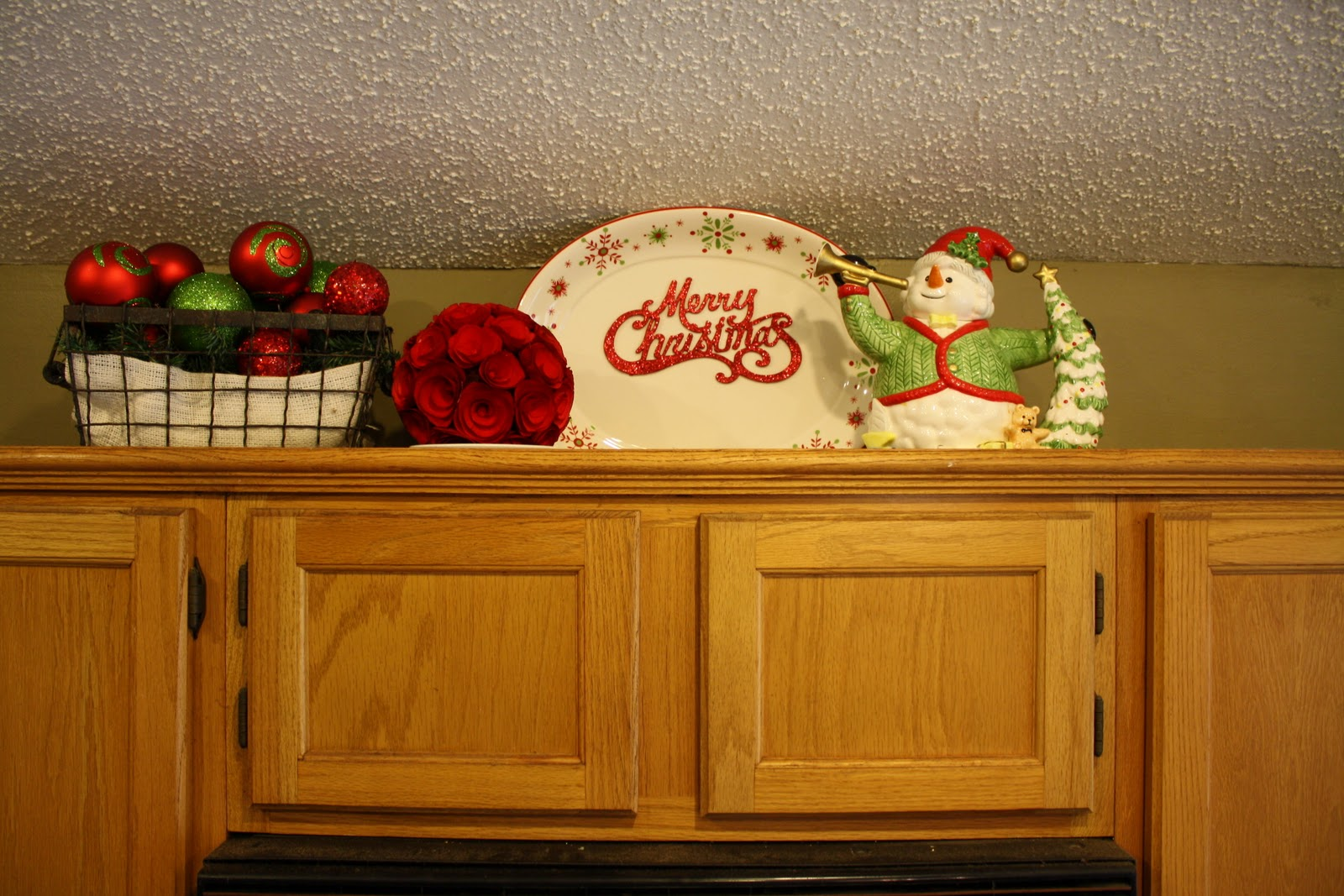 Ms smartie pants traditional red green decorating for Christmas decorating above kitchen cabinets
