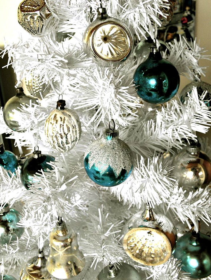 White Christmas Tree Blue Ornaments : Happy ramblings suspense over here is my christmas tree