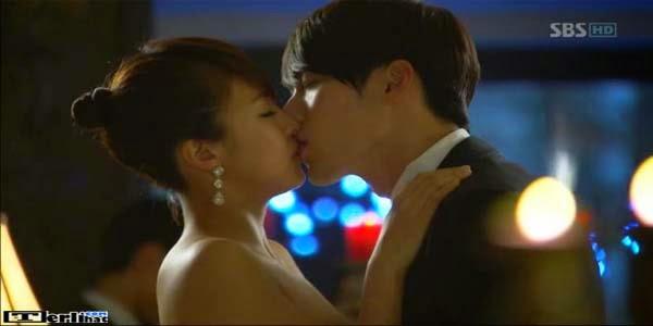 Foto Cewek Cowok Ciuman Bibir Paling Hot