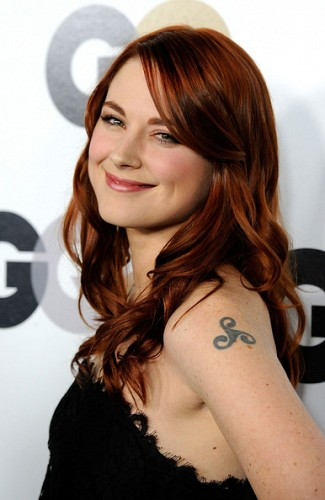 Hollywood Actress Alexandra Breckenridge Pictures