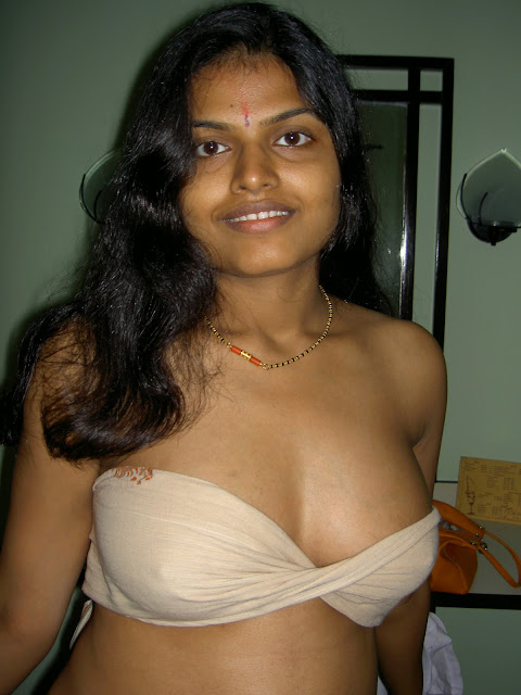 Hot Desi Bhabhi Nude indianudesi.com