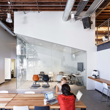 renovasi-bangunan-gudang-interior-kantor-pinterest.com-dinamis-ruang dan rumahku-010