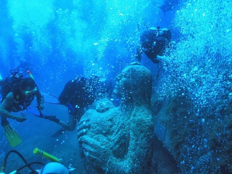 италия подводная статуя