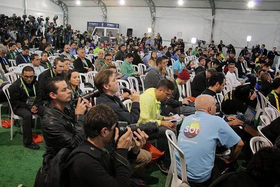 Jornalistas de diversas partes do mundo acompanharam a primeira coletiva de imprensa