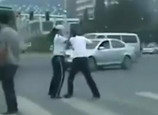 pelea de mujeres policias de transito en china