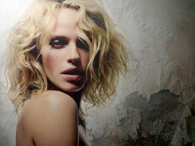 Rachel Roberts Sexy Wallpaper