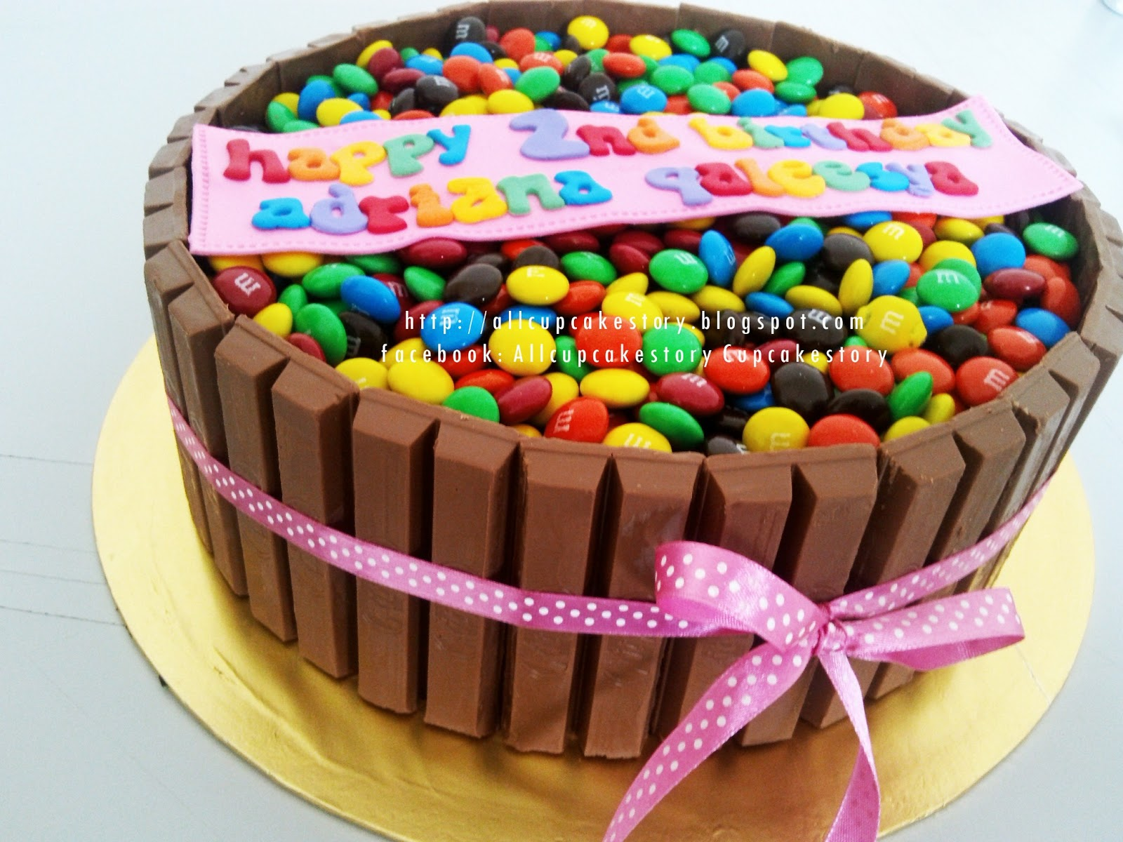 Decorating Cake With Kitkat : allcupcakestory: Kit Kat & M&M Cake