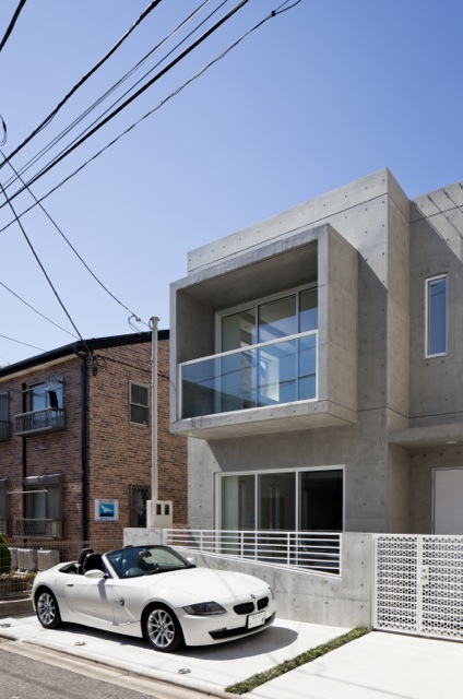 Small modern home in Japan with white car parked in front