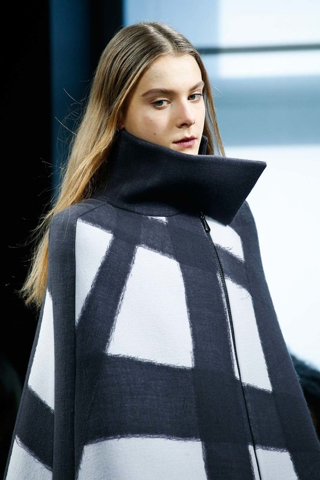 Bottega Veneta 2015 AW Oyster Nero Needle Punch Wool Cape on Runway