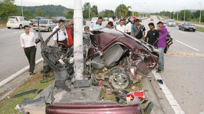 kereta wira aeroback putus dua
