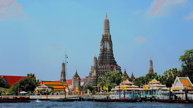 Wat Arun seen from the ferry