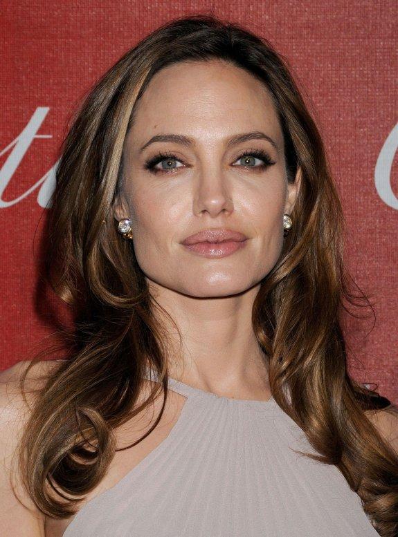 http://2.bp.blogspot.com/-Eu4KTwHal8c/T5IuwV2u25I/AAAAAAAAAVI/PG6cEfSuVVY/s1600/Angelina+Jolie-2.jpeg