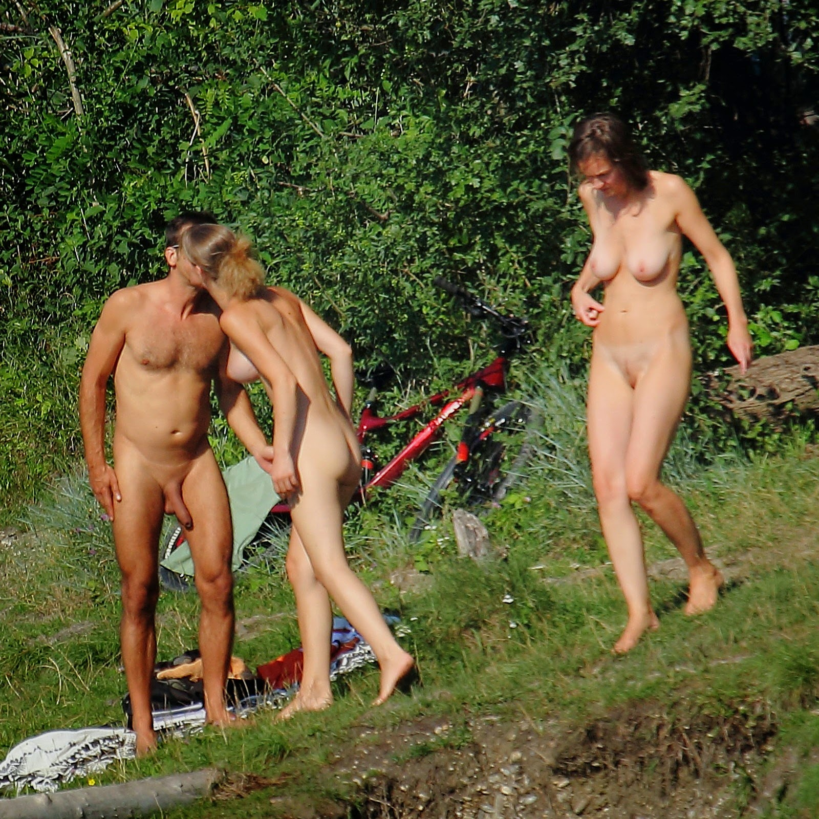 naked girls with gaping ass