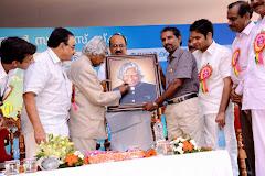 Balakrishnan gave to Abdulkalam his Portrait