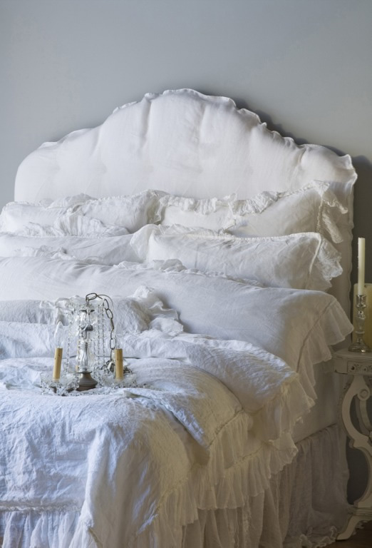 shabby chic beds bedrooms i heart shabby chic. Black Bedroom Furniture Sets. Home Design Ideas