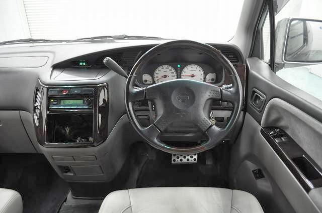 2000 Nissan Elgrand Rider