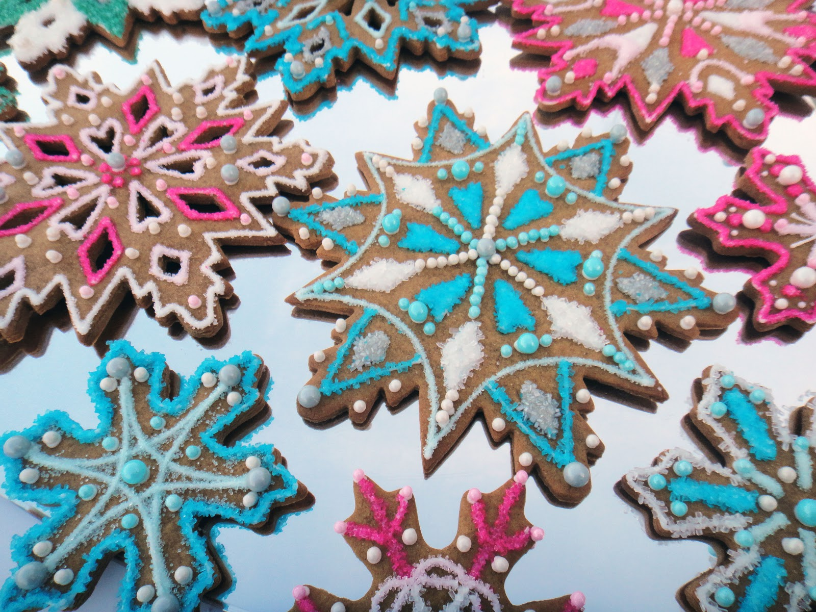 Worth Pinning Sparkling Snowflake Gingerbread Cookies