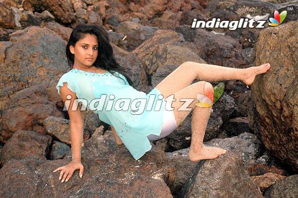 Desi Celebs Hot: Divya Spandana (Ramya) Hot Exposure Sexy