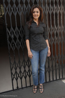 Nisha Aggarwal Spicy Pictures in Black Shirt Jeans Pictureshoot