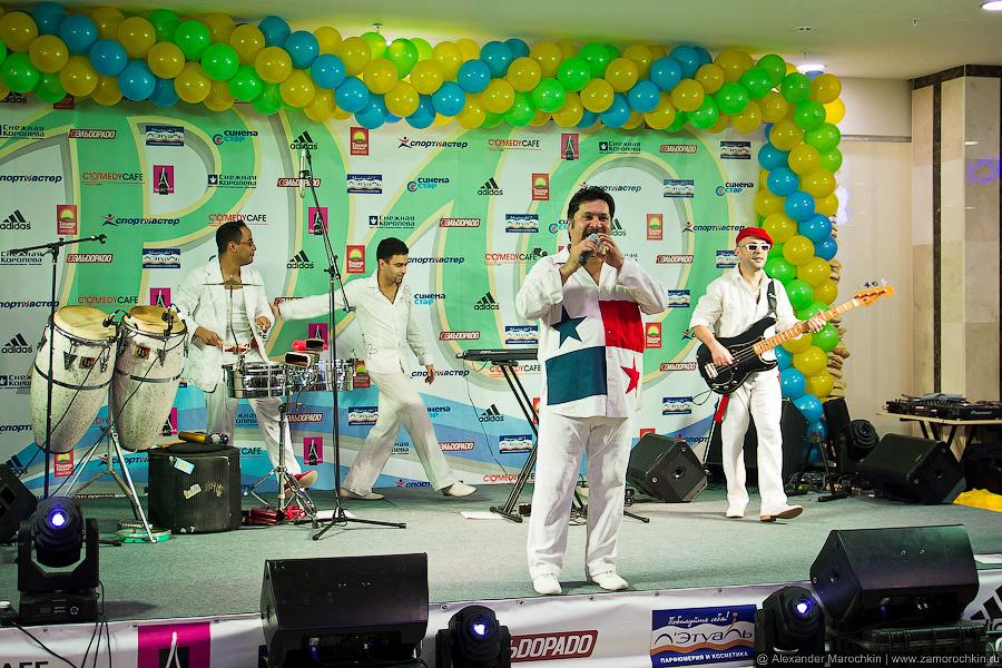 Группа SalsaBoys на сцене