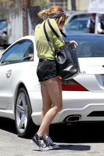 Miley Cyrus looking for her car keys