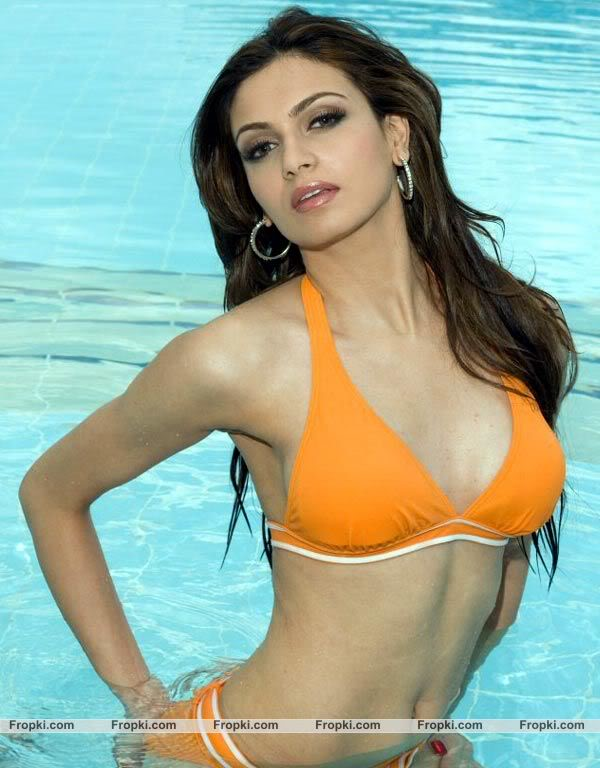 Simran Kaur Mundi, Babe for bolly World 2